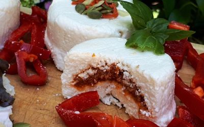 Queso de cabra relleno con sabores mediterraneos