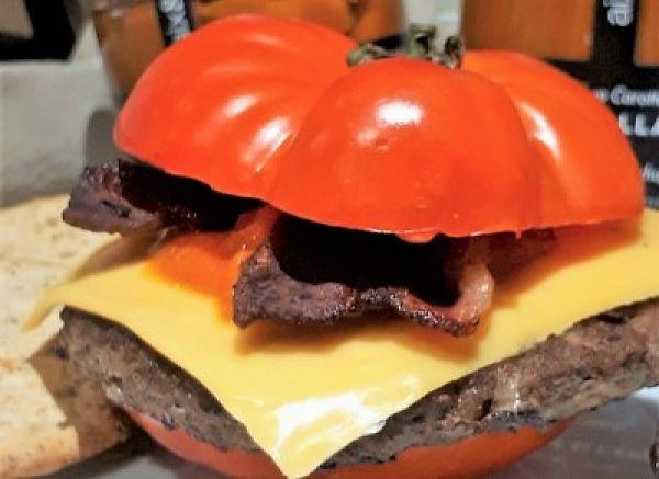 Burger de tomate con ketchup de zanahoria